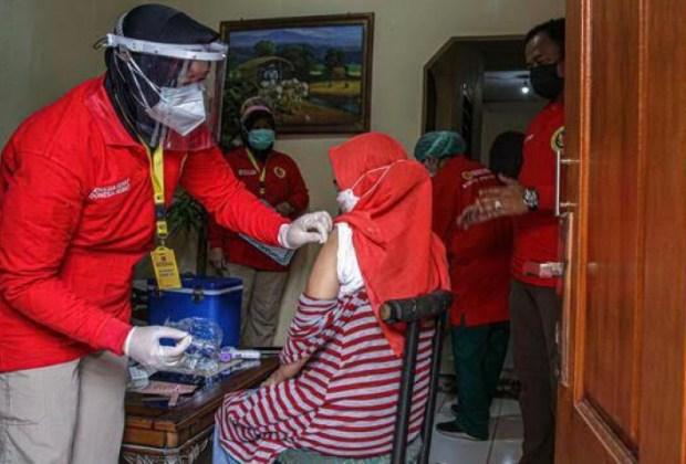 Demi Vaksin, Jokowi Terjunkan Anggota BIN Datangi Rumah-rumah Warga