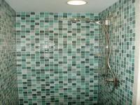 30 great ideas of glass tiles for bathroom floors