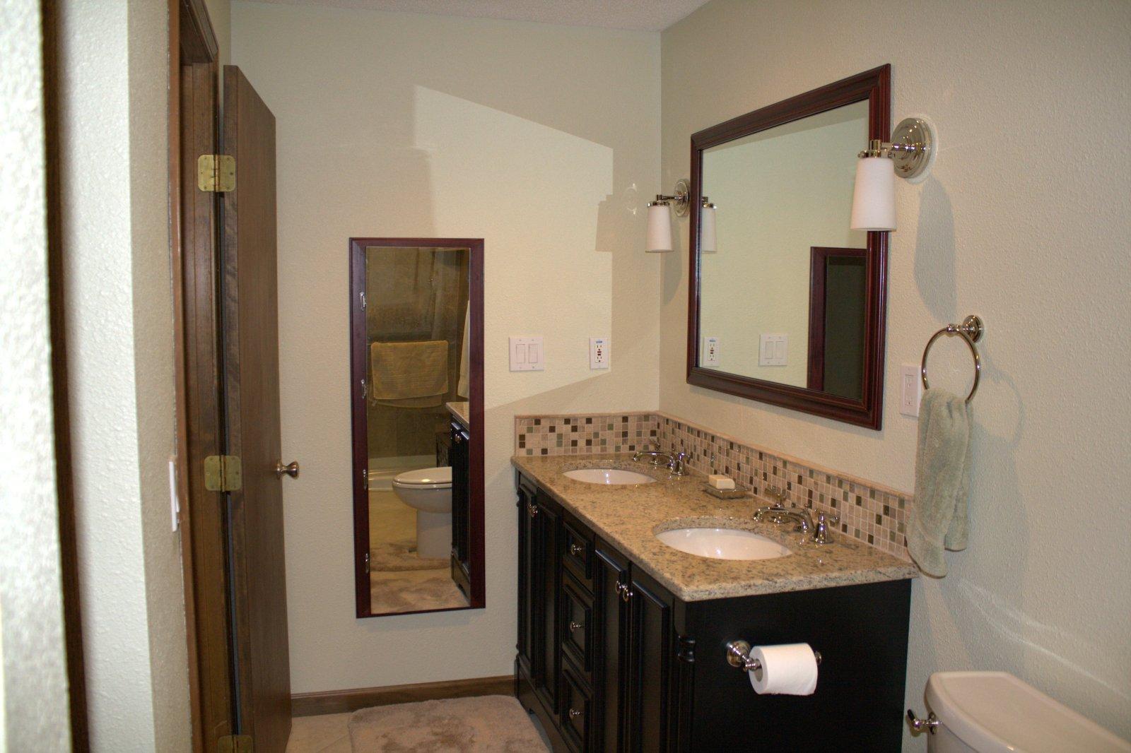 23 nice ideas of glass tile trim bathroom