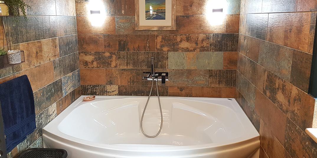 5 stylish bathrooms with wood effect