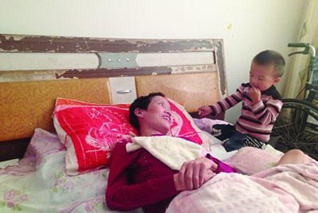 tilestwra.com | 2χρονος έσωσε τη μητέρα του! Την τάιζε στόμα με στόμα για μήνες!