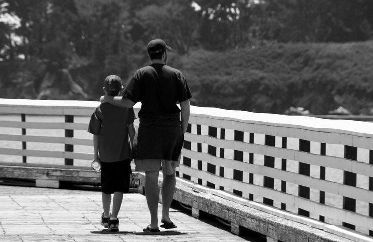 tilestwra.com | Ένας πλούσιος πατέρας ήθελε να δείξει στον γιο του πως ζει ένας φτωχός. Διαβάστε όμως τι έγινε.