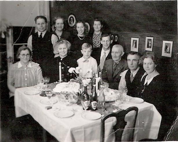 Familiemiddag 1947 - min oldefars 80-årsdag. Hvilke historier ble fortalt under denne middagen?