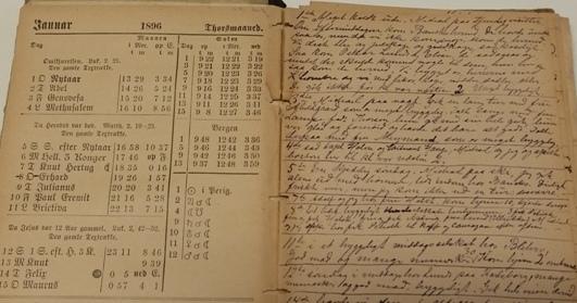 Annas almanakk med hennes lille skrift.
