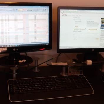 To skjermer