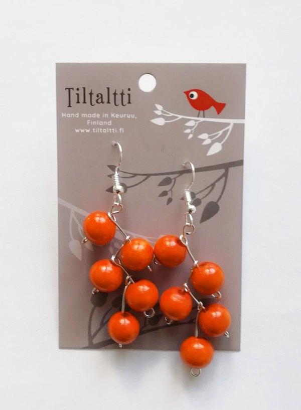 Käsintehdyt roikkuvat korvakorut, joissa oransseja puuhelmiä