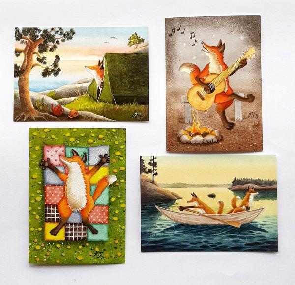 Katja Saarion piirtämiä kettuja postikorteissa, neljä erilaista