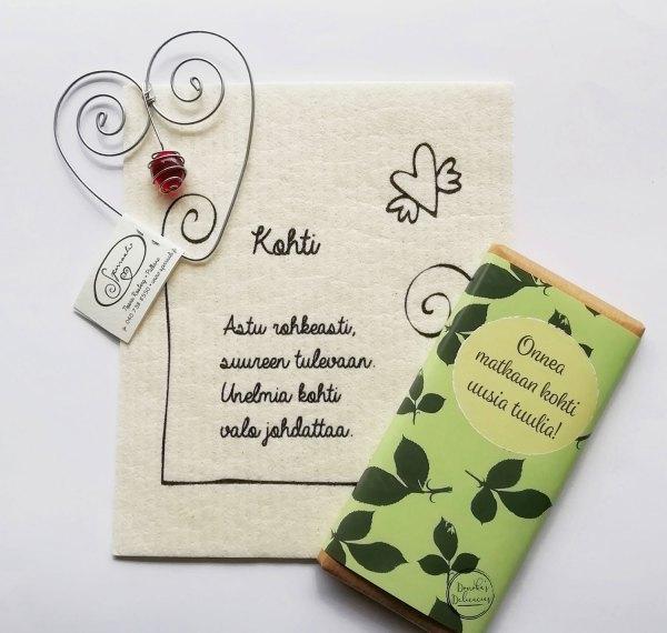 Valmis lahjasetti, jossa Spirraalin rautalankasydän, runorätti ja kannustava suklaalevy