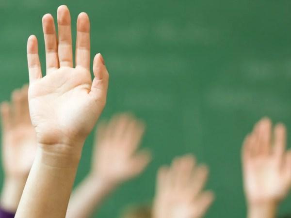 classroom-raised-hands-1000