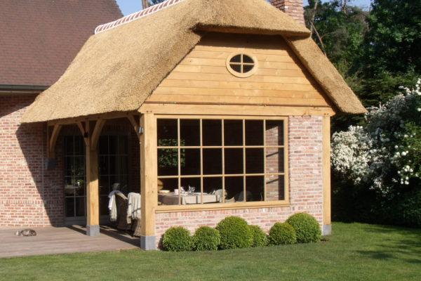 chaume extension toiture poolhouse pool house poteaux poutres charpente construction bois