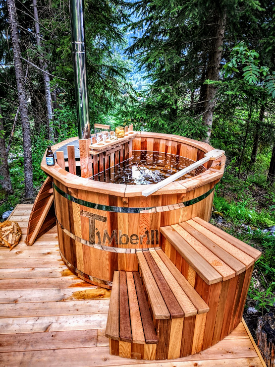 Wooden hot tub red ceder with internal heater