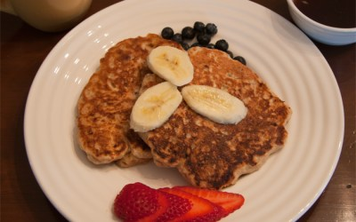 De-Liteful Vegan Whole Grain Banana-Pecan Pancakes
