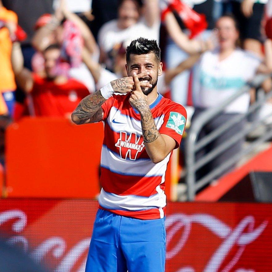 Vadillo celebrando el gol