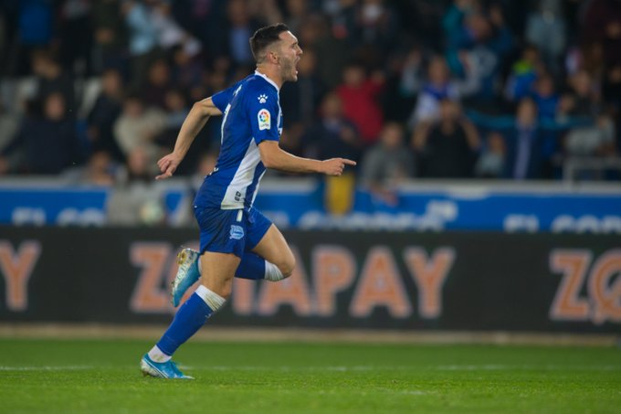 Lucas Pérez celebrando un gol con el Deportivo Alavés