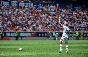 Megan Rapinoe jugando con Estados Unidos