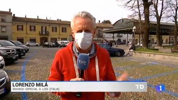 Lorenzo Milà en Italia con mascarilla