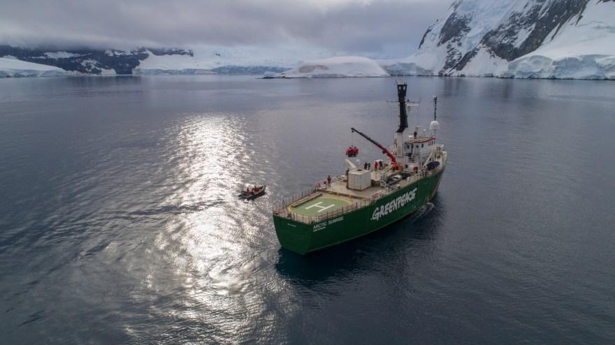 "El rompehielos ""Artic Sunrise"" de Greenpeace"