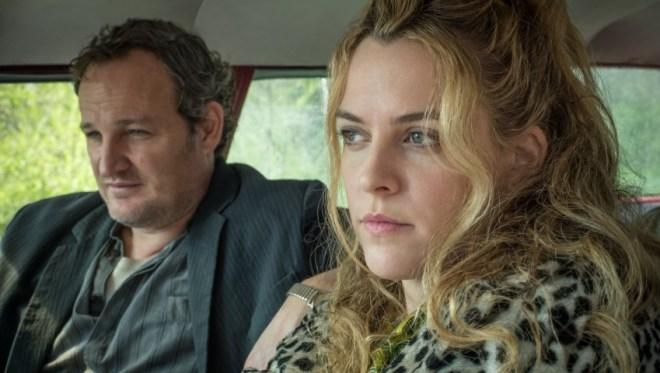 Jason Clarke y Riley Keough durante el rodaje / Fuente: Netflix