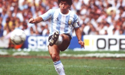 Maradona jugando con la albiceleste.