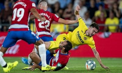 Moi Gómez y Montoro disputando un balón en el encuentro de la pasada campaña. / Fuente: www.villarrealcf.es