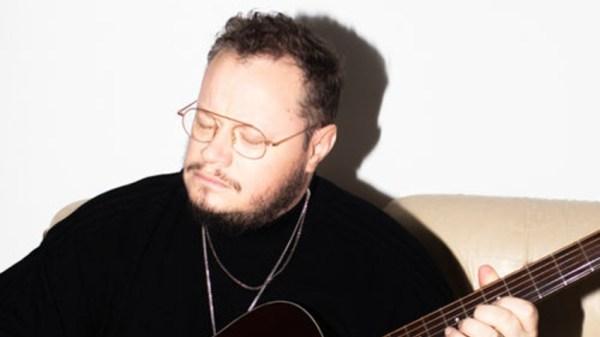 Leonel García publica una nueva canción llamada 'Un Demonio', que servirá para anunciar su próximo álbum y que viene dada de la mano de un videoclip de animación muy interesante