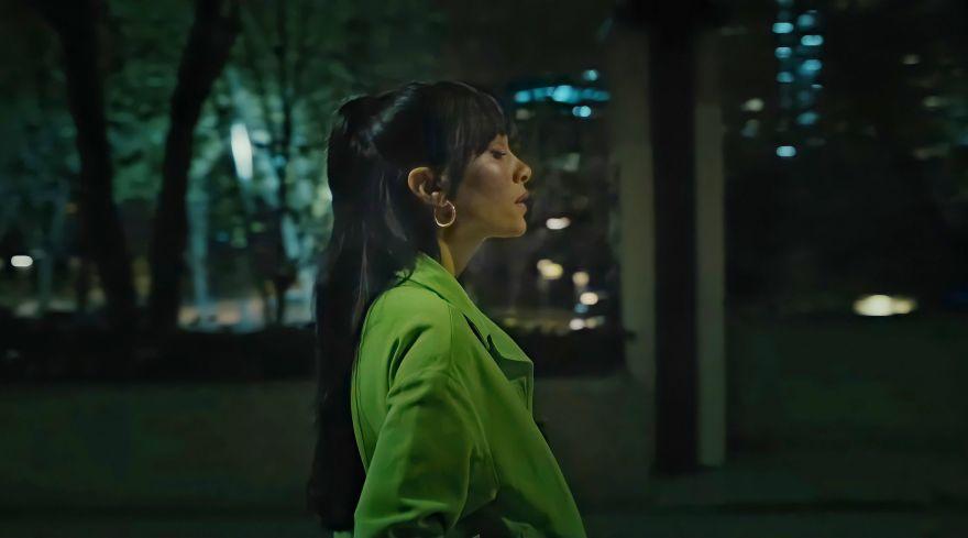 """Imagen de Aitana durante el videoclip de """"Ni una más""""/ Fuente: YouTube"""