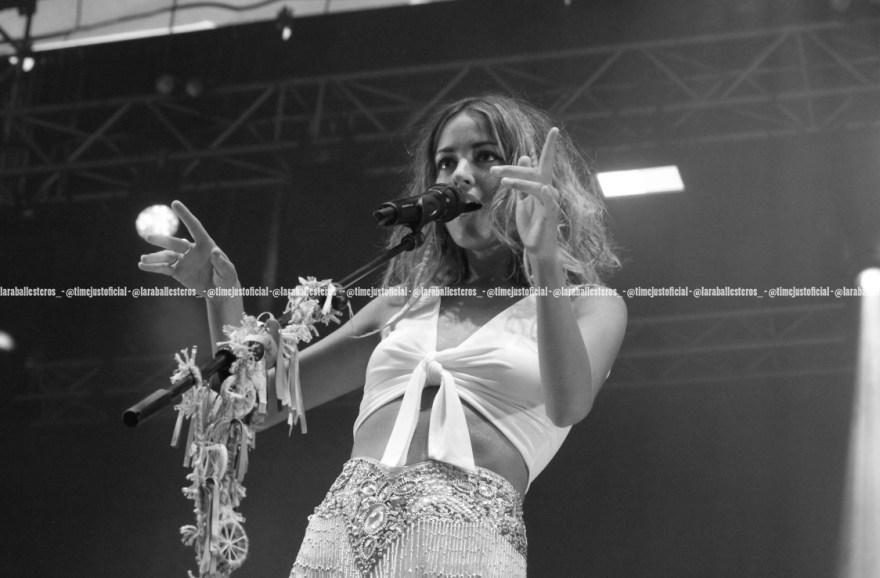La madrileña cantando encima del escenario del Estadio Olímpico de Montjuïc/ Fuente: Lara Ballesteros