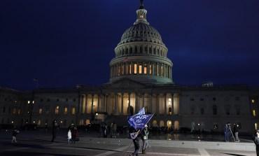Policija potisnula demonstrante, Kapitol sada siguran