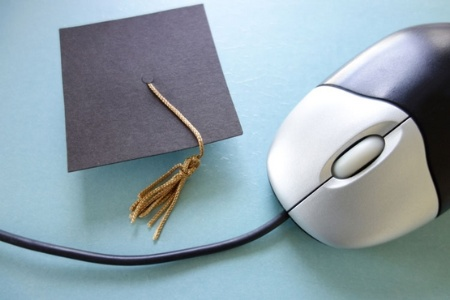 Mouse and mortar board (Mooc)