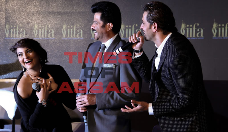 Anil Kapoor, Hrithik Roshan & Sonakshi Sinha at IIFA Award 2015