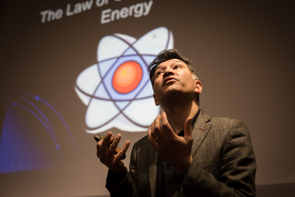 Bath Taps into Science family talk at Chancellors Building lecture theatre by Professor Saiful Islam with an interactive science exhibition in the foyer beforehand. Children and their parents enjoy an evening of science at University of Bath.