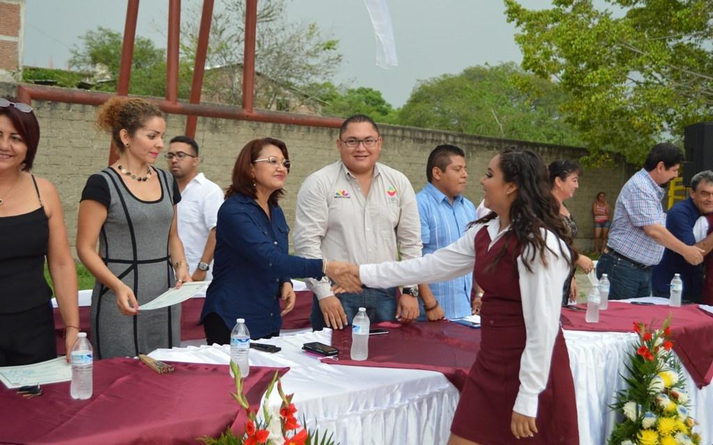 Acompaña DIF a egresados de Telesecundaria San Blas