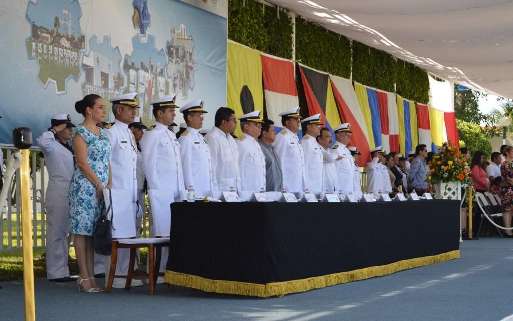 Felicita Alcalde a egresados de la Escuela de Maquinaria Naval