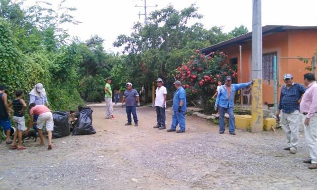Intensifican trabajos de limpiar calles y avenidas en Las Guacamayas