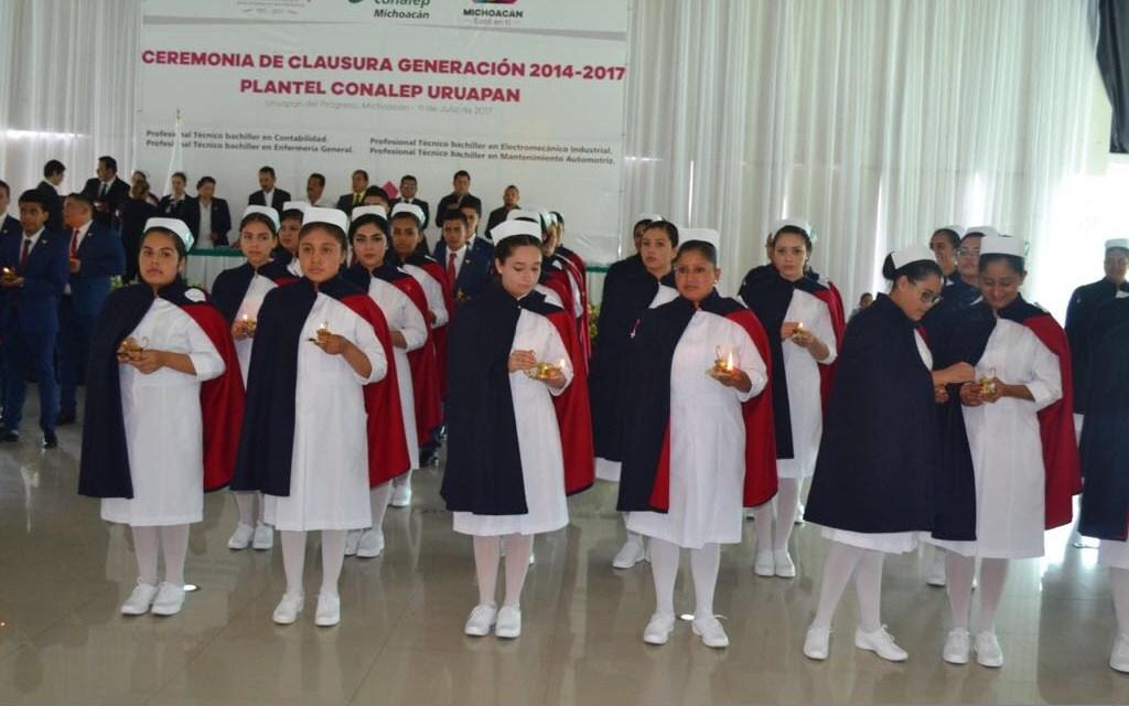 Egresados de Enfermería del Conalep Michoacán realizan Ceremonia de Paso de la Luz