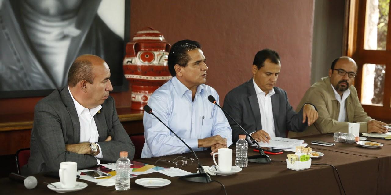 Gobierno del Estado cumple compromisos con el magisterio michoacano