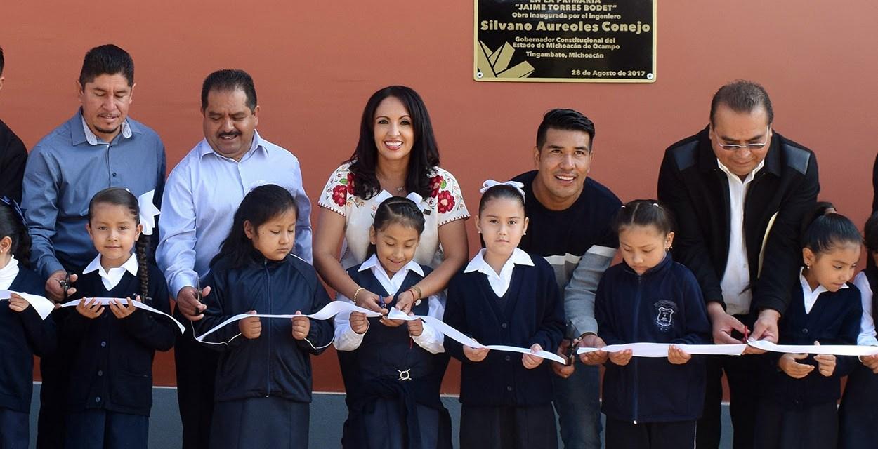 Inaugura IIFEEM obras de dignificación en Primaria Rural de Tingambato