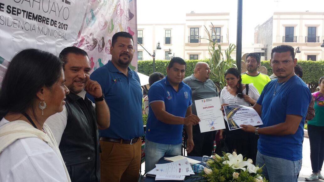 Premia IAM a ganadores del concurso del huarache y el sombrero de Sahuayo