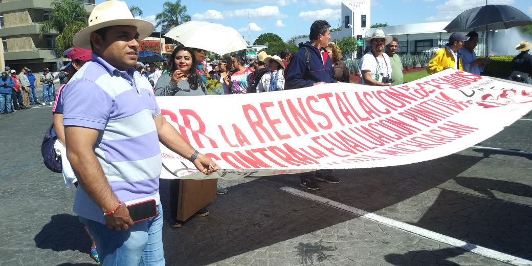 CNTE Michoacán presente en la megamarcha de la Minerva a Palacio de Gobierno