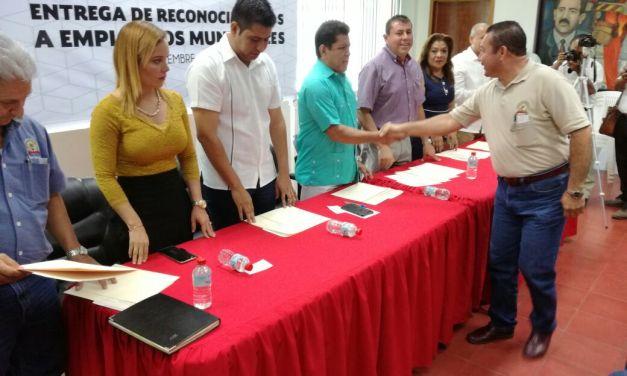 Reciben constancias trabajadores municipales que fueron capacitados por Cecati-70