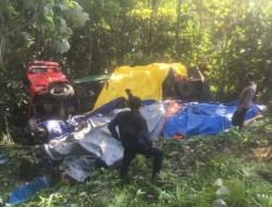 Rem Blong, Mobil Truk Bermuatan Indomie Terbalik Kejurang di Jalan Trans Sulawesi Kolut