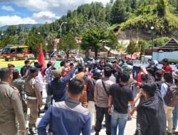 Tuntut Kapus Tabulahan Dicopot, Demo di Kantor Bupati Mamasa Berujung Ricuh