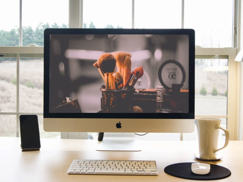 imac desk scene mockup psd to represent website mockup