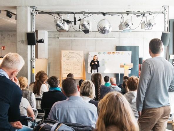 Tina-Röbel-Moderation-Barcamp-betahaus-hamburg-2018
