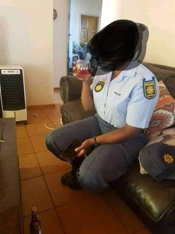 A man takes photos of a female police officer he had s*x with .