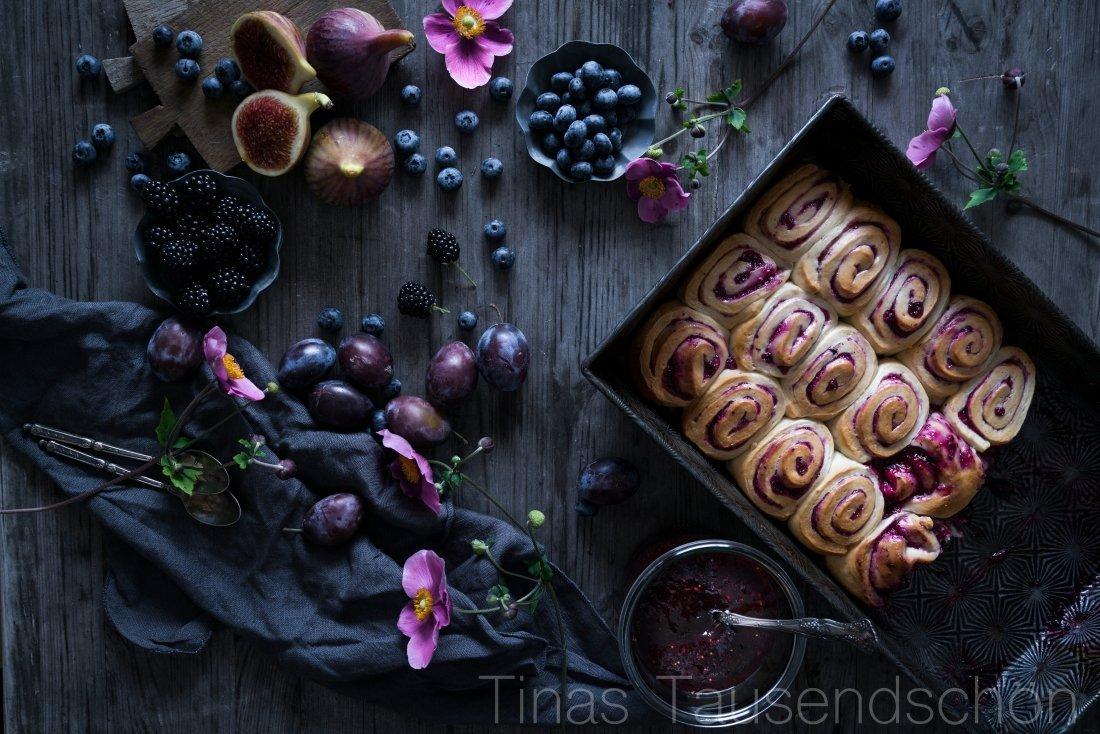Hefeschnecken mit Beerenmarmelade