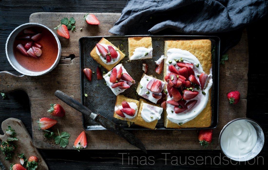 Orangenblüten Polentakuchen mit gerösteten Erdbeeren
