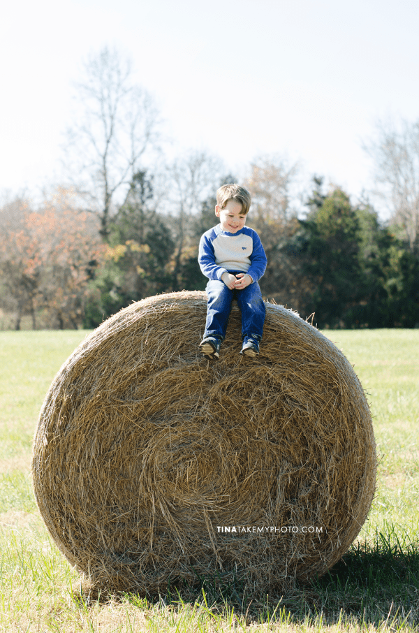 Richmond-Goochalnd-Sunny-Winter-Farm-Family-Daddy-Son-Hay-Bale-Photographer (20)