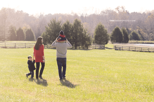 Richmond-Goochalnd-Sunny-Winter-Farm-Field-Family-Session-Photographer (7)
