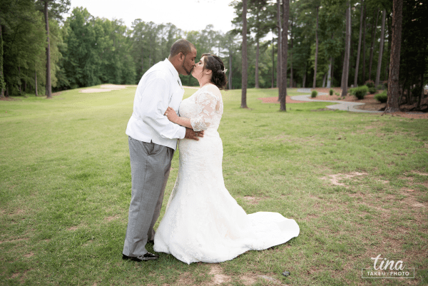 wedding-photographer-bride-groom-portrait-summer-brandermill-country-club-virginia-golf-course-rain